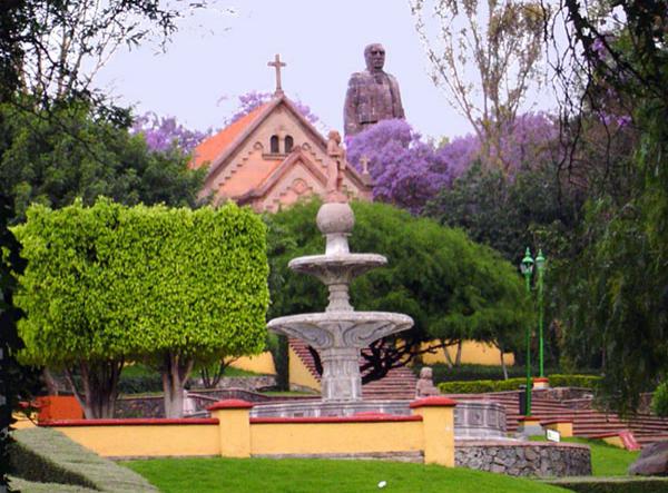 Парк Серро де лас Кампанас и памятник Бенито Хуаресу