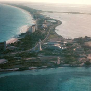 Первые резорты составили скелет будущей зоны отельеры в 1981 году
