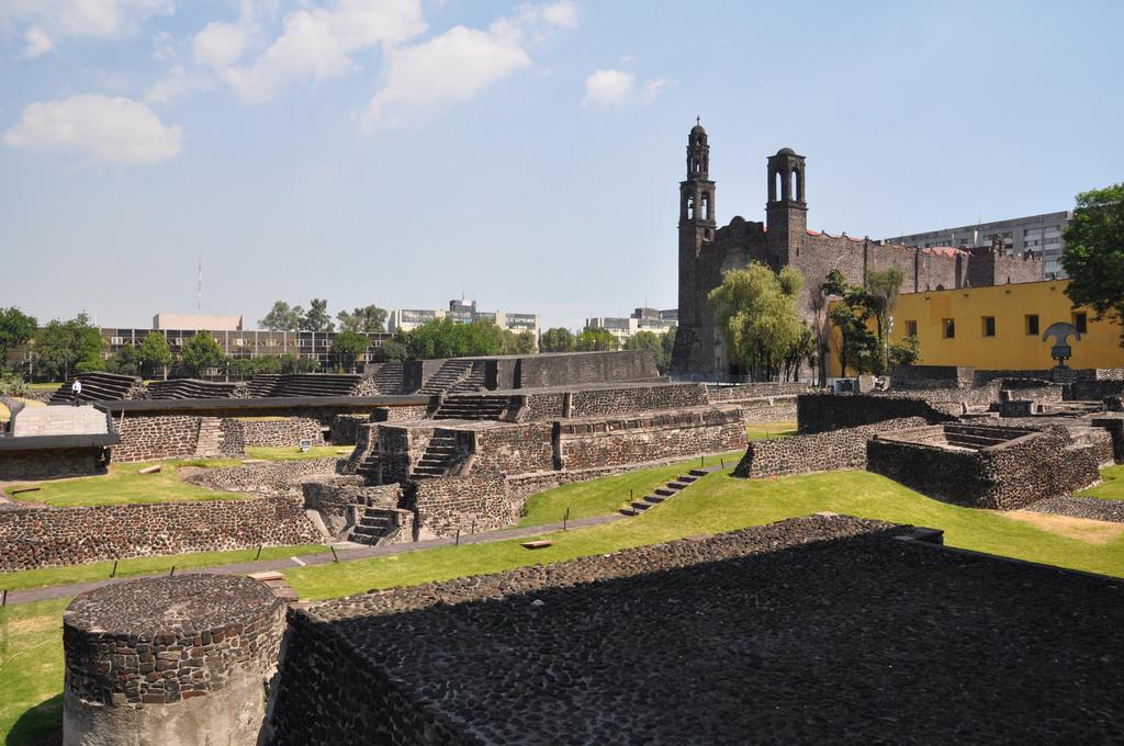 Площадь Трех Культур в Мехико-сити. Мексика. Обзорная экскурсия по Мехико сити.