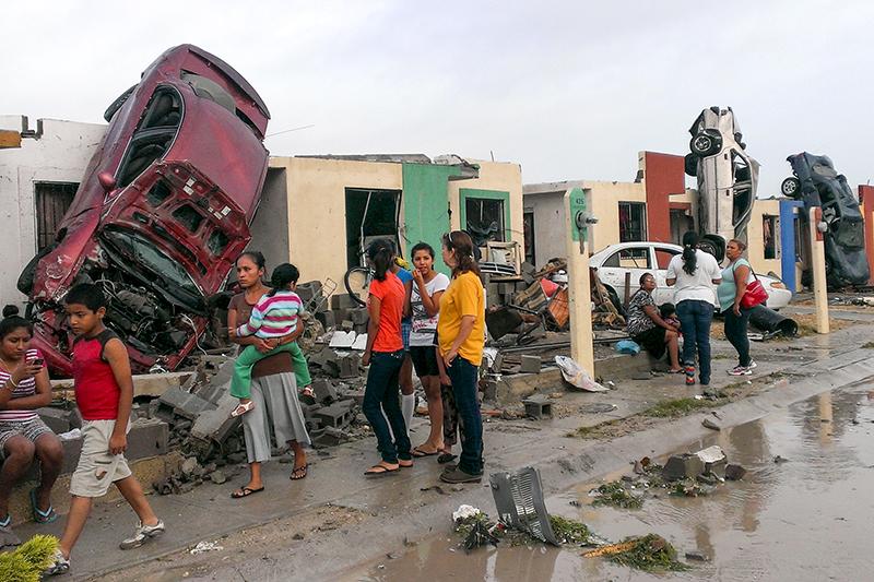 Последствия торнадо обрушившегося на город в Сиудад-Акунья в Мексике