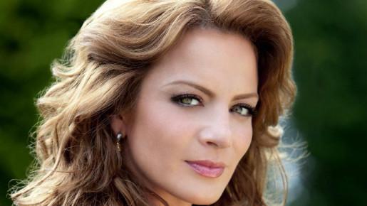 Сильвия Наварро сыграла главную роль в теленовелле «Когда я влюблен» (Cuando me enamoro)