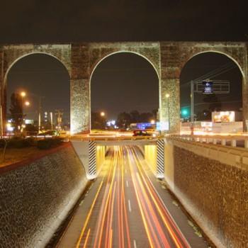 Тонель под арочным рядом в Сантьяго де Керетаро