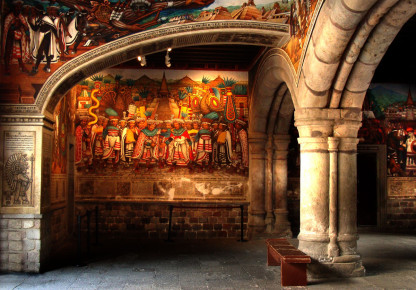 Гостиный дом Асьенда с внутренними фресками. Штат Тласкала в Мексике