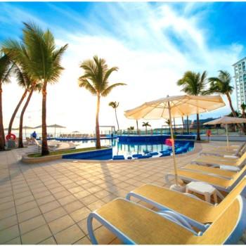 Охладитесь в бассейне отеля Риу Канкун 5 звезд
