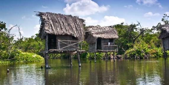 Деревянные домики во время экологического тура в Сан Блас, Наярит, Мексика