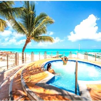 Расслабьтесь в джакузи в отеле Riu Cancun 5. Риу Канкун 5 звезд