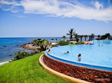Инфинити бассейн в отеле Фор Сизонс. Наярит, Мексика