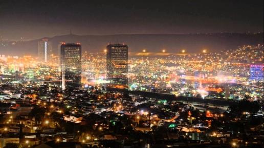 Ночной вид на центр Тихуаны. Мексика
