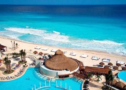 Потрясающий вид на мексиканскую ривьеру с балкона отеля в Канкуне