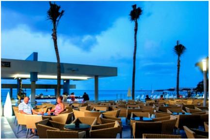 Вечерний релакс в баре отеля Riu Cancun 5. Риу Канкун 5 звезд