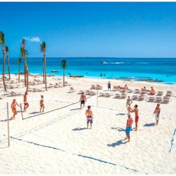 Игра в волейбол на пляжной площадке отеля Riu Cancun 5. Риу Канкун 5 звезд
