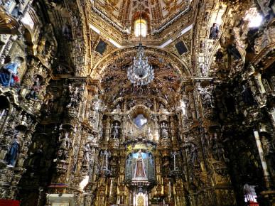 Внутреннее убранство храма в честь Богоматери Окотлан в Тласкале. Мексика