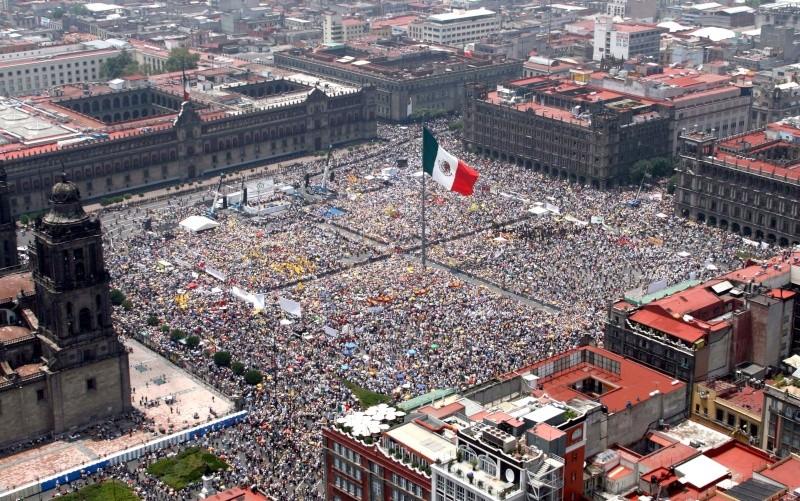 Мехико сити один из крупнейших населенных пунктов в Латинской Америке с населением в 20 миллионов человек