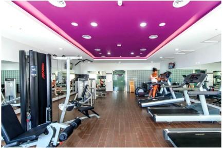 Занимайтесь спортом и будьте в форме в зале отеля Фитнес-зал отеля Riu Cancun 5. Риу Канкун 5 звезд