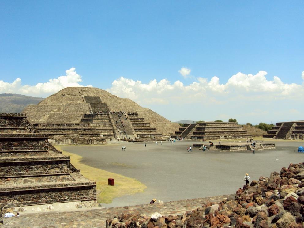 Вторая по величине пирамида Луны в легендарном городе ацтеков Теотиуакан, Мексика