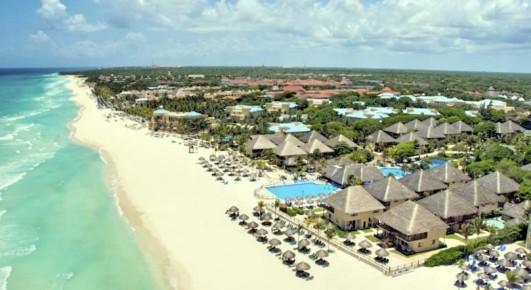Безупречный пляж на побережье Карибского моря оснащен всем необходимым для отдыха в отеле Allegro Playacar.