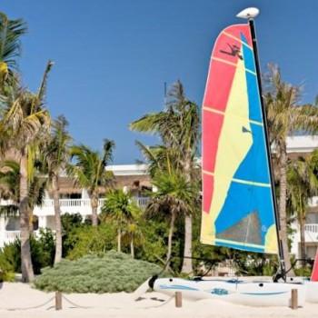 Заняться морскими видами спорта, в том числе и хождение на парусниках возможно для отдыхающих отеля Grand Riviera Princess.