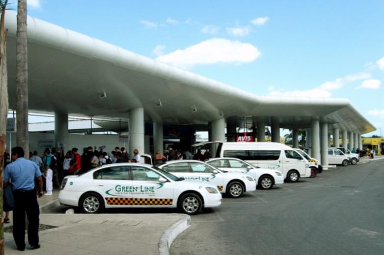 Аэропорт такси во 2 м терминале аэропорта Канкуна