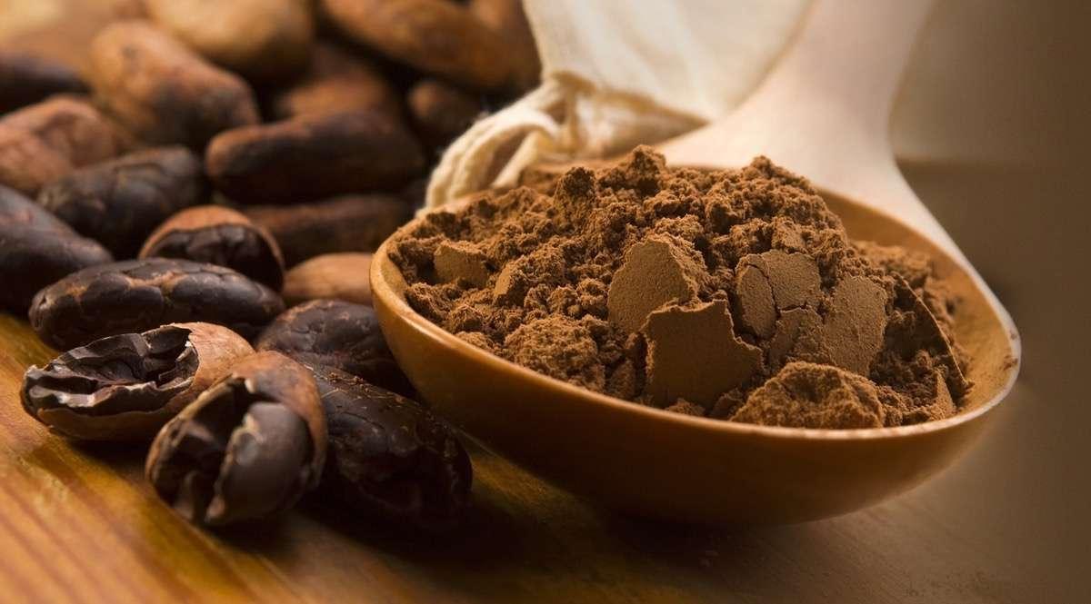 Какао бобы измельчают ручным и машинным способом для получения шоколадной муки