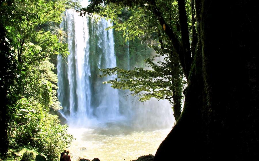 Окунуться в водопад Мисоль Ха в знойную мексиканскую жару, штат Чиапас