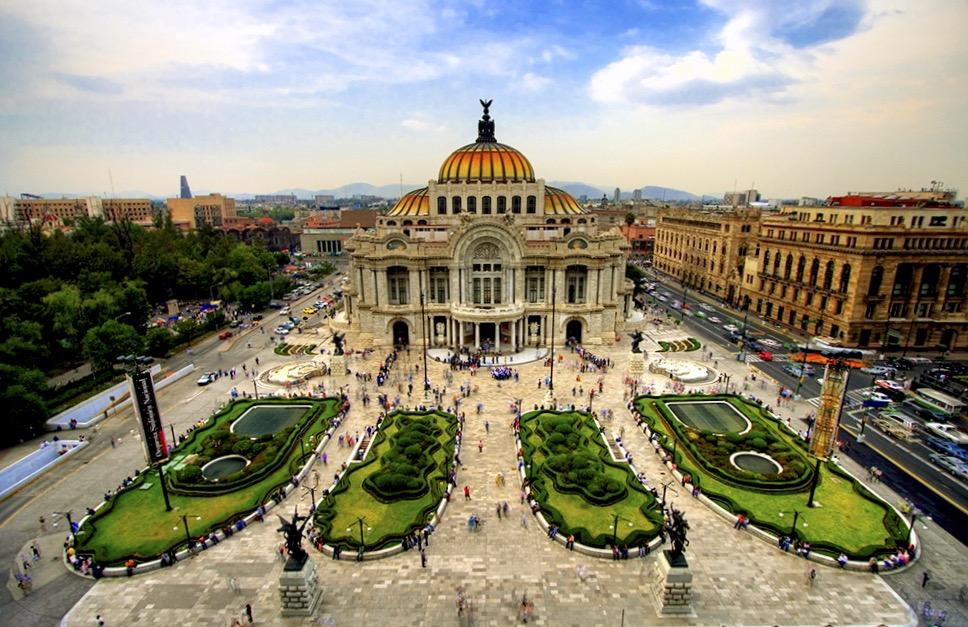 Бэль Артес или Дворец Изящных Искусств в городе Мехико