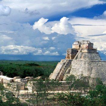 Пирамида Волшебника маяского города Ушмаль, Мексика