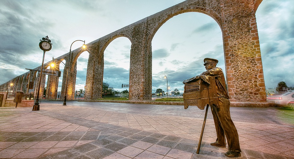 Главная достопримечательноть города Сантьяго де Керетаро это городской Акведук