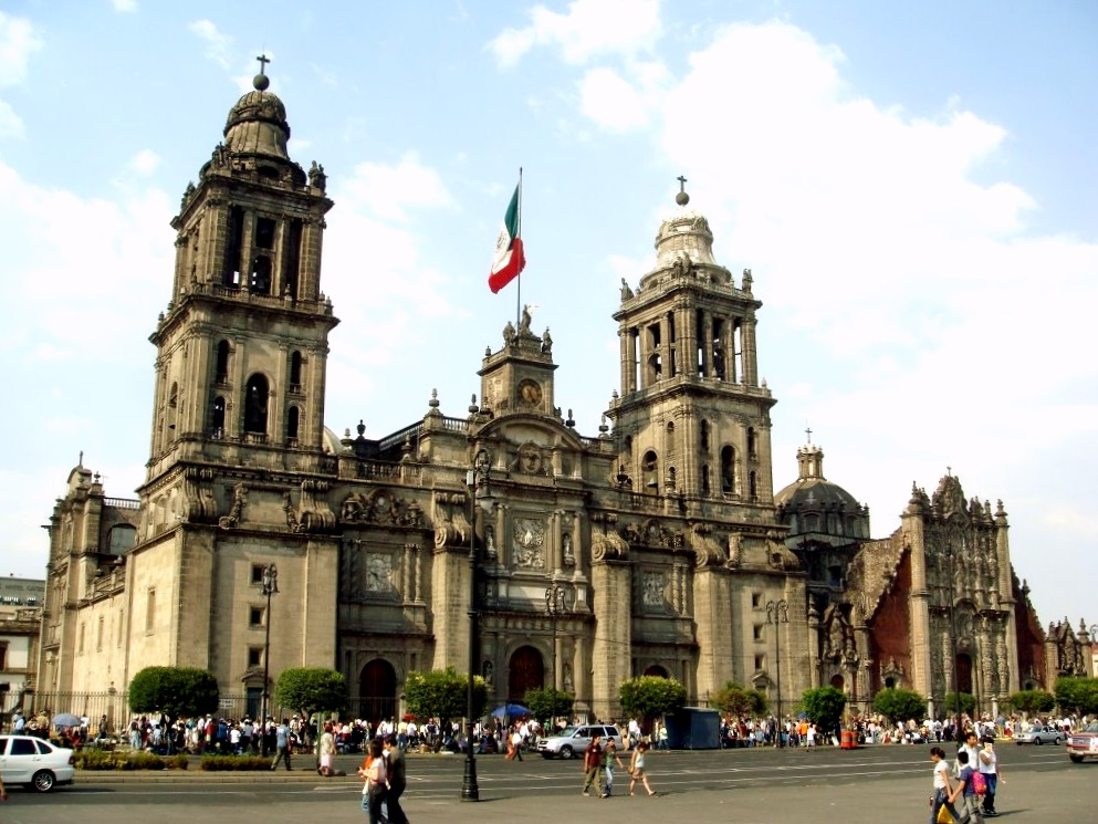 Собор на площади в центре Мехико сити