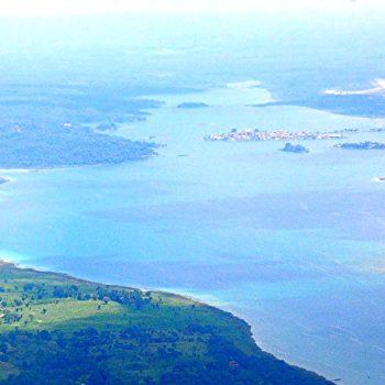 Завараживающий вид на озеро Петен-Итца, Гватемала