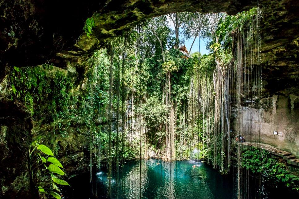 Освежающий Сенот Ик-Киль в мексиканких джунглях, Чичен-Ица, Мексика