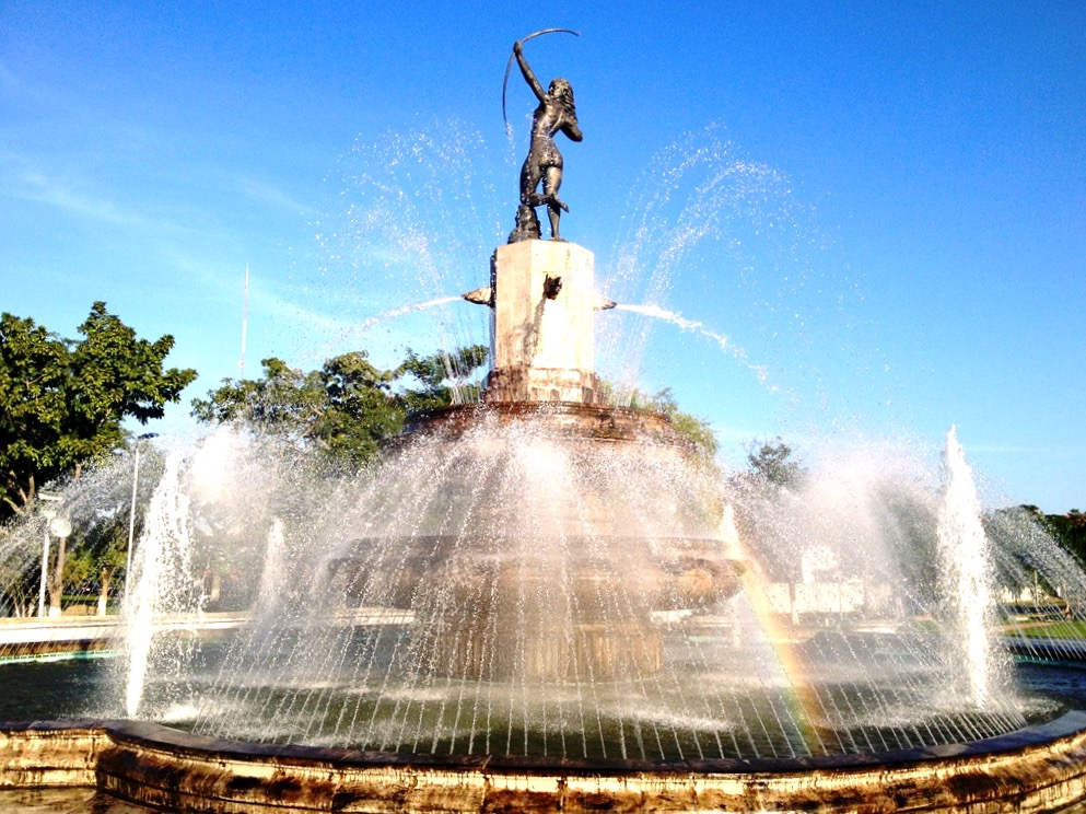 Прекрасный фонтан в городе Вильяэрмоса, мексиканский штат Табаско