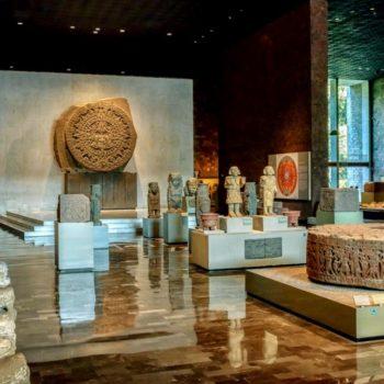 Ацтекский зал в антропологическом музее Мексики