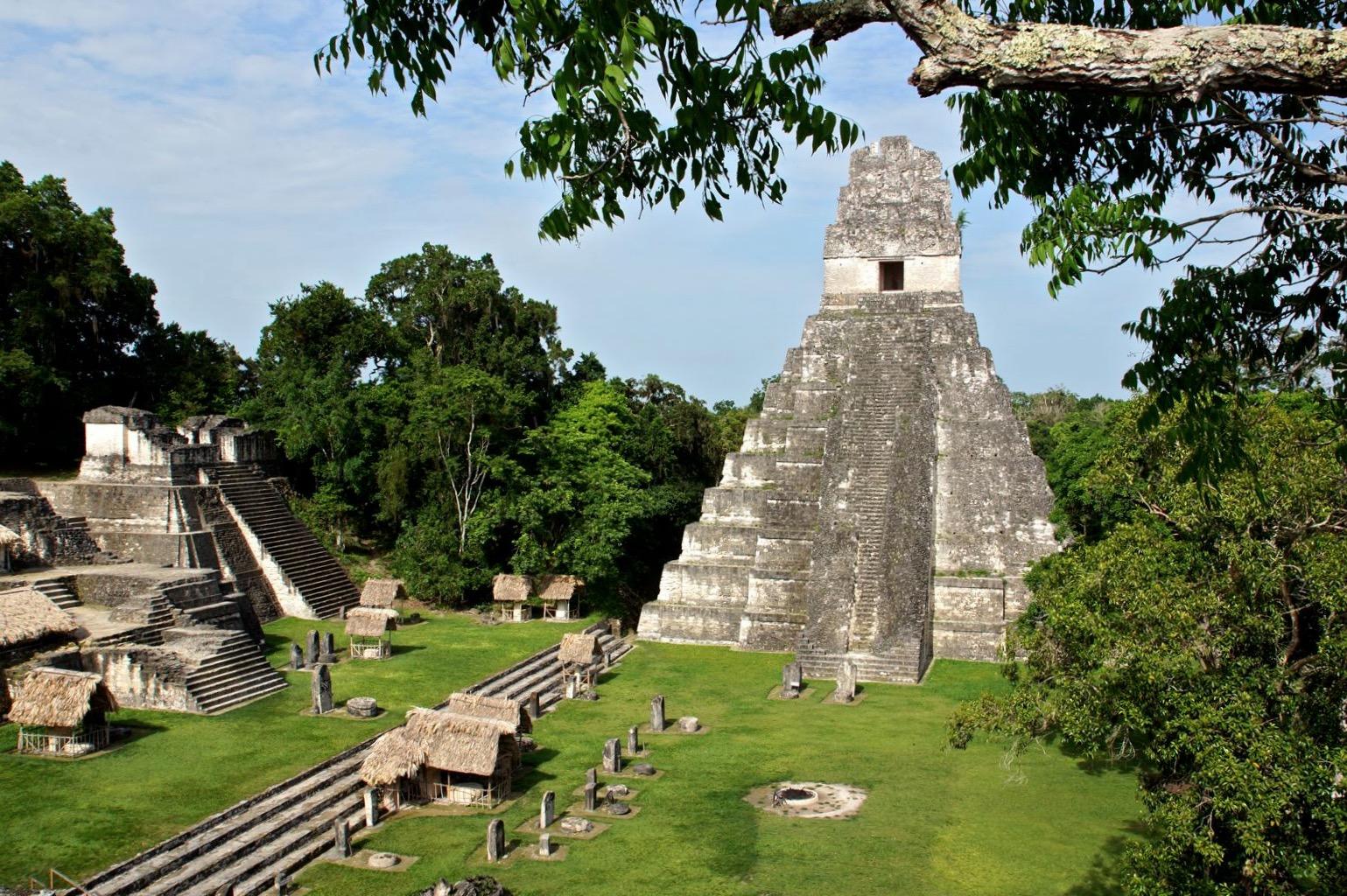 Самая популярная пирамида города Тикаль - Строение I. Гватемала