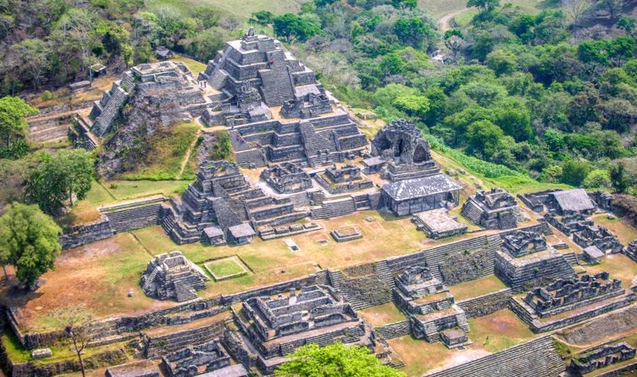 Рядом с деревней Окосинго расположился древний город Тонина, захватывающий своей историей, Мексика