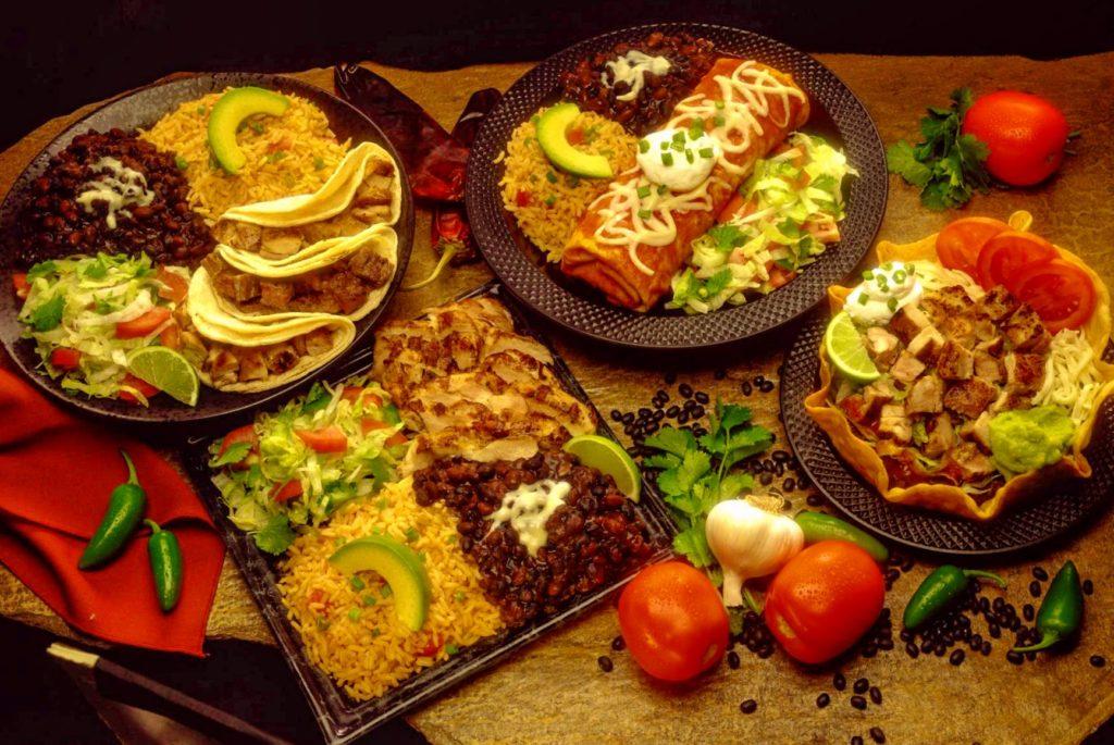 Такосы и буррито - типичная мексиканская кухня, комида Веракрусана,