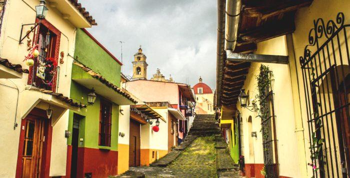 Знаменитые пешеходные улочки, так называемые Кальхероны, столица штата Веракрус, Халапа