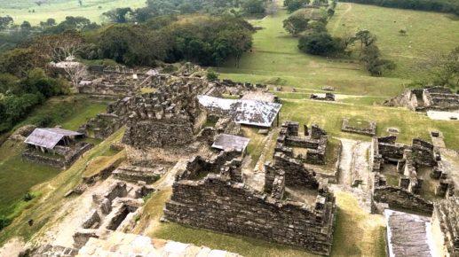 Руины города воинственного народа индейцев майя, Тонина, Окосинго
