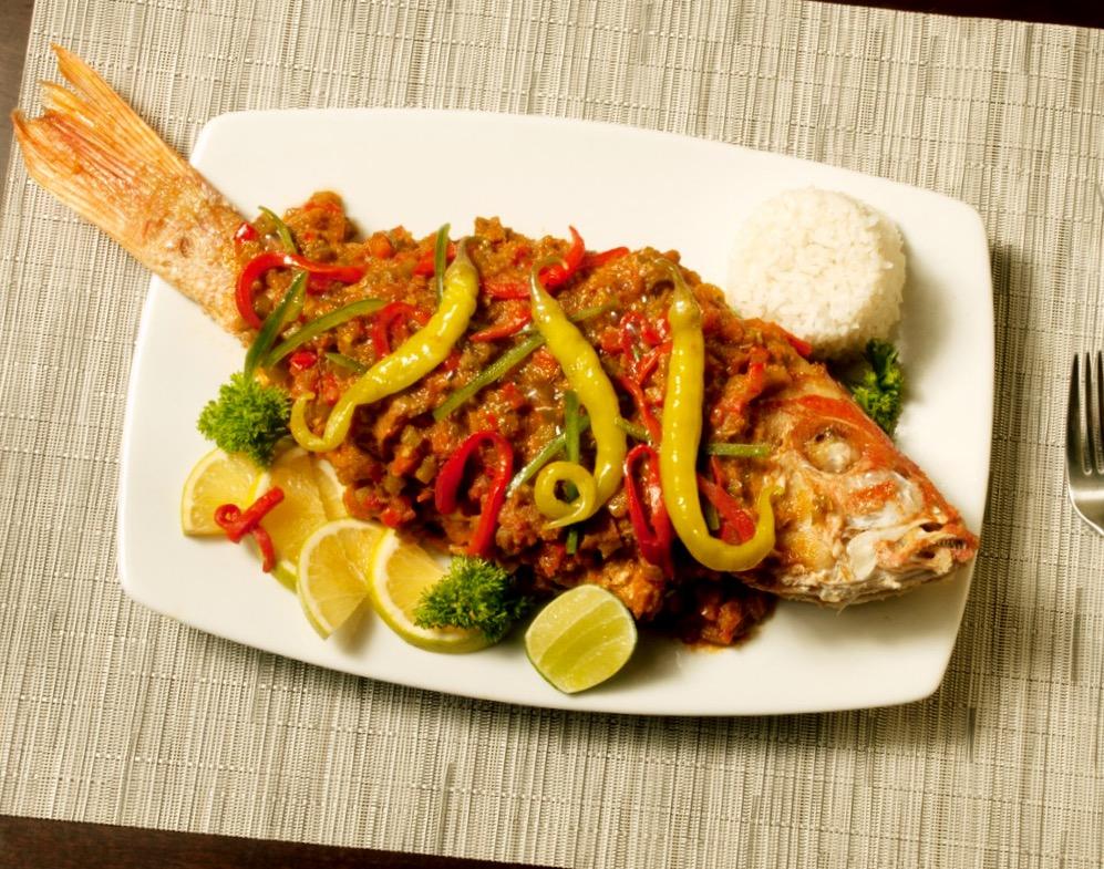 Местное национальное блюдо Пескадо а ля Веракрусана, штат Веракрус