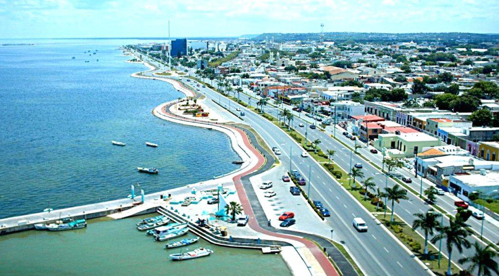 Набережная Малекон, которая пролегает вдоль всего города Кампече и выходит на мексиканский залив. Кампече, Мексика