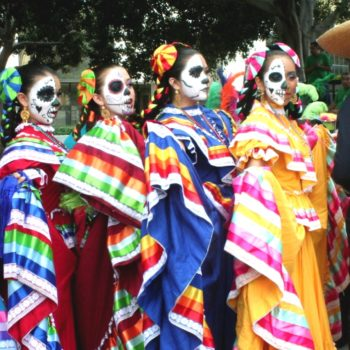 Традиционные наряды Катрины в праздник День Мертвых, Мексика