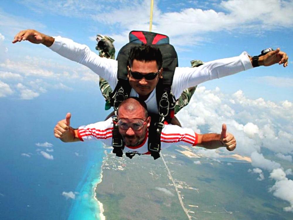 Тандем прыжок с парашютом в Мексике. Ривьера Майя.