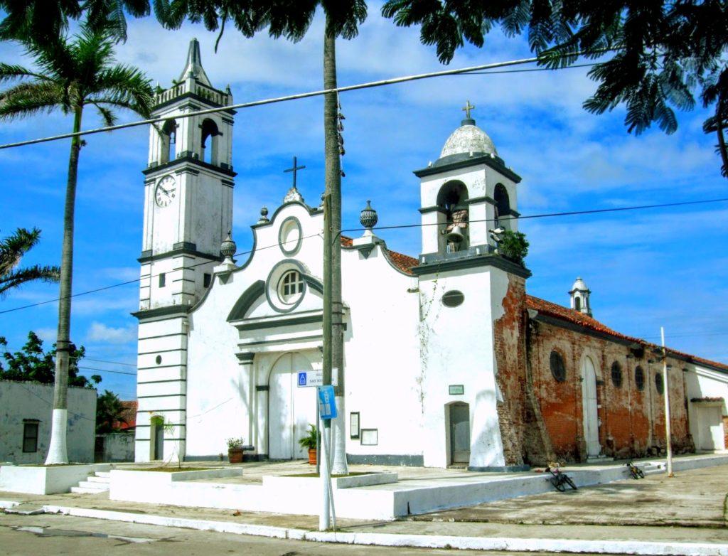 Церковь Сан Мигелито на площад Матерей, Тлакоталпан, Мексика