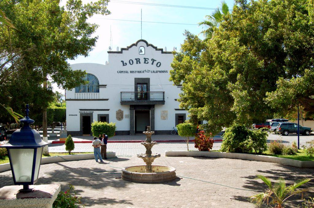 Главная площадь городка Лорето, Южная Нижняя Калифорния