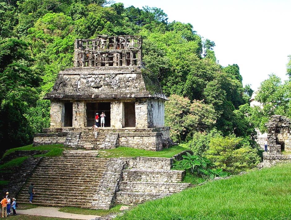 Храм Солнца входящий в комплекс пирамид Паленке, штат Чиапас