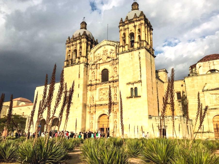 Самая значимая для горожан Оахаки церковь Санто Доминго в стиле мексиканское барокко, Оахака, Мексика