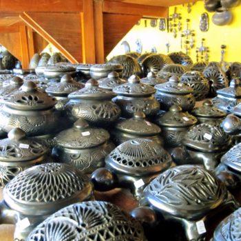 Артезиния де Баррос негрос - керамическая посуда ручной работы из черной глины, штат Оахака, Мексика