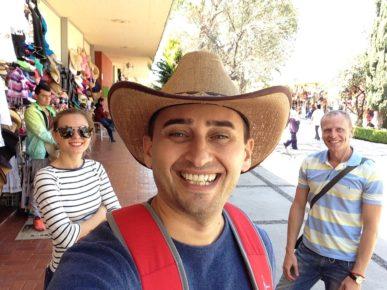 Где то в Теотиуакане примерили мне шляпу! Знают туристы о моих слабостях!