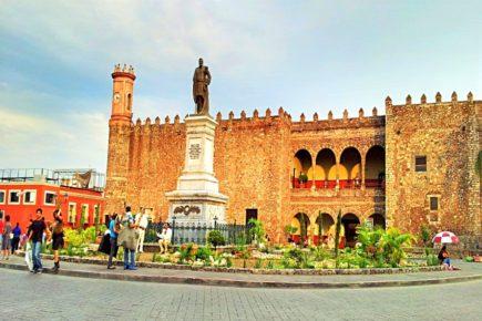 Площадь Сокало и Губернаторский дворец города Куэрнавака, Морелос