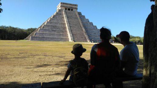 Чичен Ица с гидом в Мексике