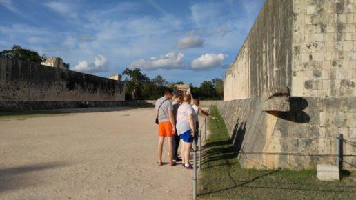 Изучение пирамид в Мексике